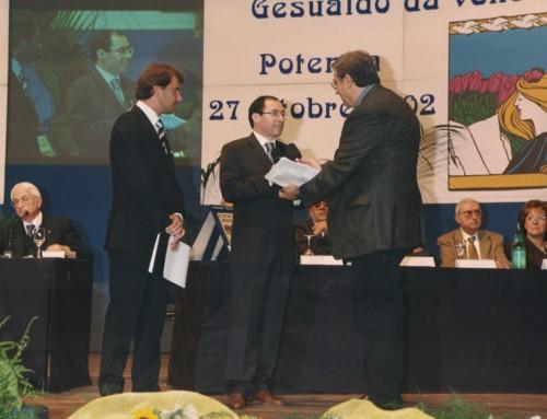 2002 Giovanni Vitolo, Tra Napoli e Salerno. La costruzione dell'identità cittadina nel Mezzogiorno medievale, Carlone Editore